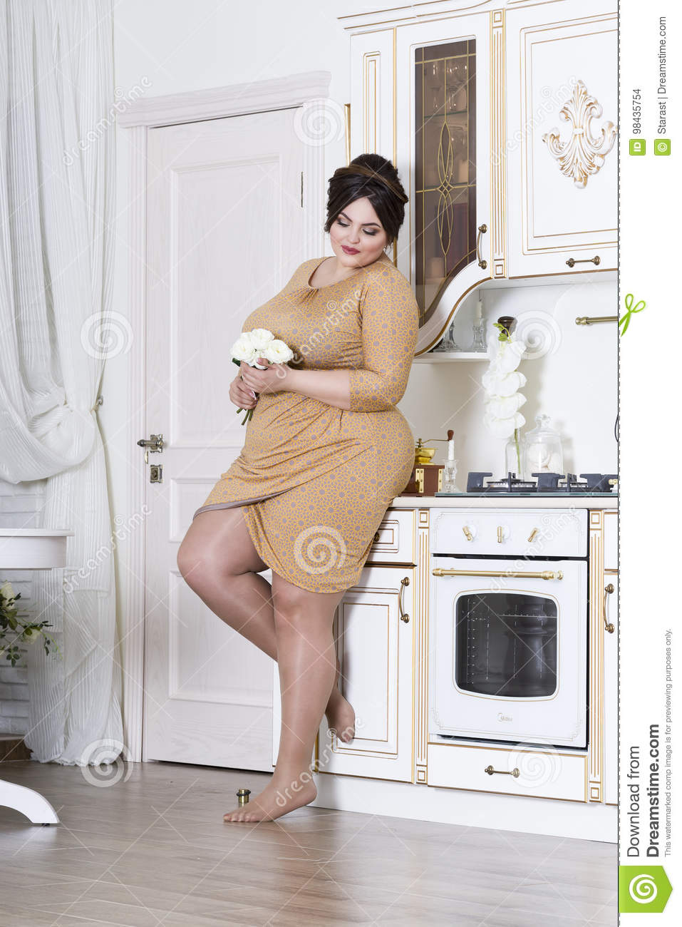 Sexy chubby women cooking
