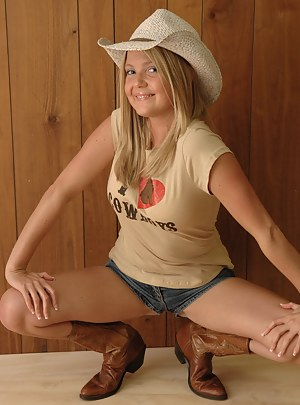 Hot fully naked country girls